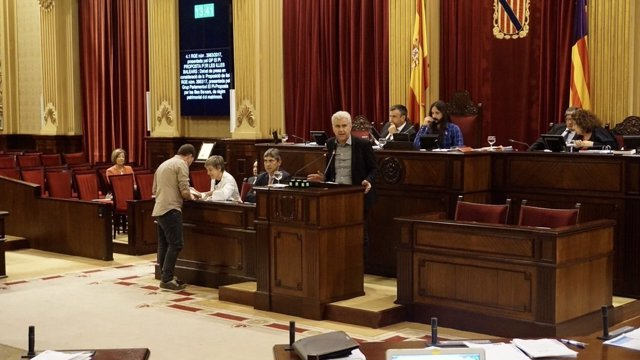 Josep Melià interviene en el pleno del Parlament