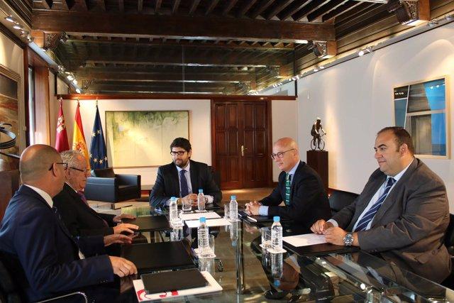 Imagen de la reunión de López Miras con los presidentes de las cámaras
