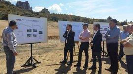 """Soro tilda de """"inversión en seguridad vial"""" las mejoras en la carretera de acceso al castillo de Loarre"""