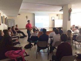 Hospital de Montilla (Córdoba) trabaja la prevención del cáncer de piel con adolescentes mediante una charla informativa