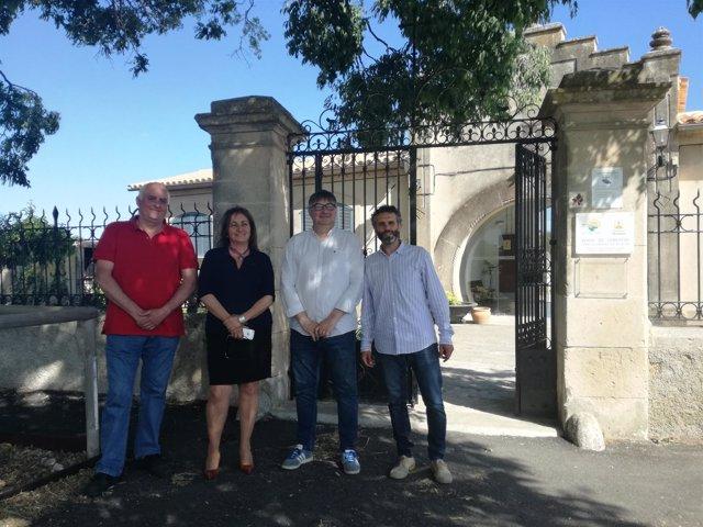La consellera Fanny Tur visita la fosa de Montuïri