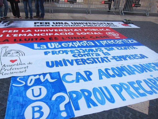 Protesta en la Pl.St.Jaume de profesores asociado