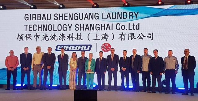 Acto de firma de una joint venture de Girbau en China