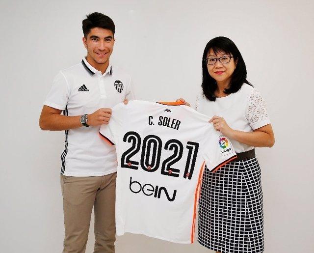 Carlos Soler renueva con el Valencia hasta 2021