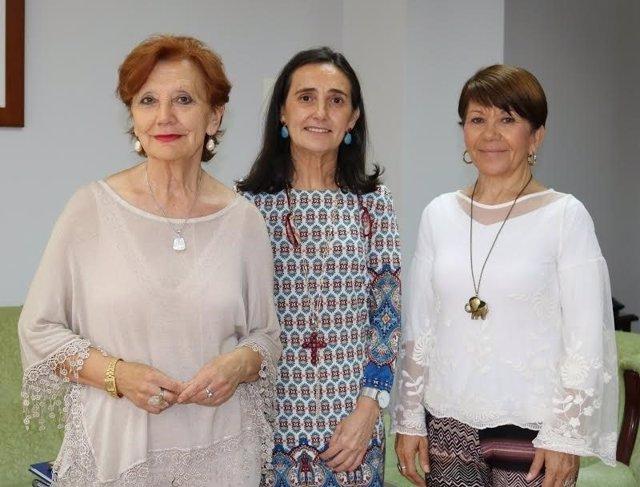 La subdelegada del Gobierno en Huelva, Asunción Grávalos, con Feafes.