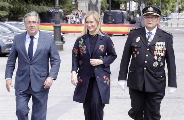Cifuentes Asiste A La Entrega De La Bandera De España  La Policía Nacional.  Fot