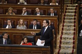 Rajoy dice que el Gobierno ya actúa contra las colas en El Prat y reta a ERC a hacer lo propio en el Metro