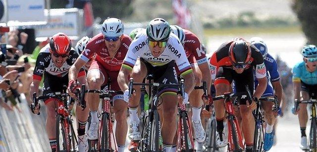 Sagan liderando el sprint