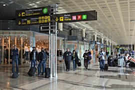 El Aeropuerto de Barcelona-El Prat registra normalidad en el control de pasaportes