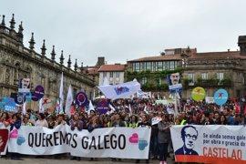 """Miles de personas reclaman en Santiago el derecho a vivir en gallego """"sin restricciones"""""""
