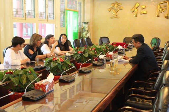 Reunión de la alcaldesa de L'Hospitalet, Núria Marín, con directivos