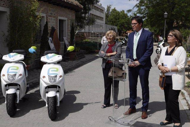 Carmena y Sabanés en la presentación del servicio eCooltra