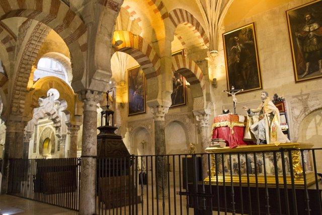 San Juan de Avila ubicado junto al muro de la Quibla de la Mezquita