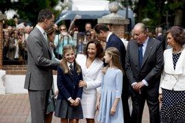 Los gestos de cariño, los protagonistas de la Comunión de la Infanta Sofía
