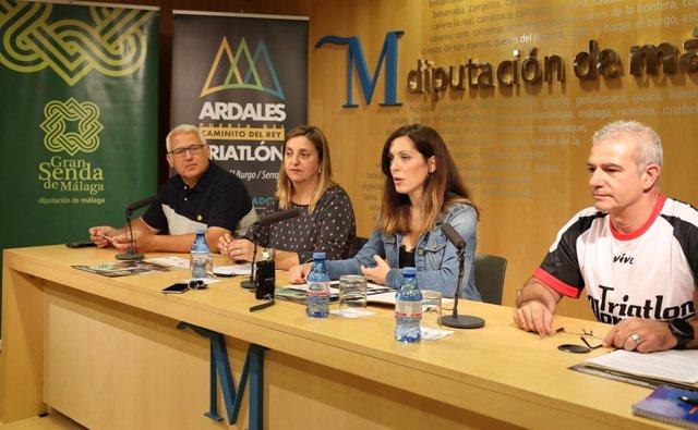 Marina Bravo y alcaldesa ardales mar gonzález presentan triatlón caminito dl rey