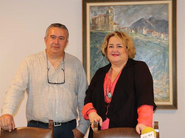 Alcalde de Olaberrria y la diputada Aintzane Oiarbide
