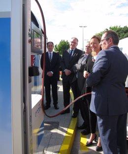 Gastón, Blanco, Gayán y Benito en la inauguración de la 'gasinera' de Endesa