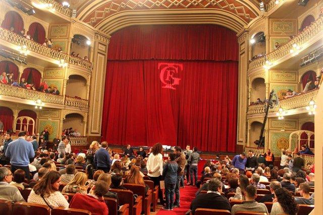 Patio de butacas del Gran Teatro Falla en una sesión de Carnaval