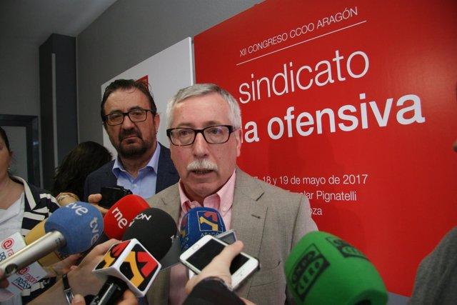 Ignacio Fernández Toxo, junto con Julián Buey, atiende a los medios.