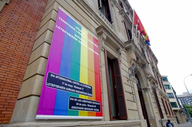 El Parlamento de Navarra se adhiere al Día Internacional contra la LGTBfobia