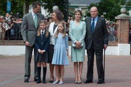 Los Reyes Don Felipe y Doña Letizia, a juego en la Comunión de la Infanta Sofía