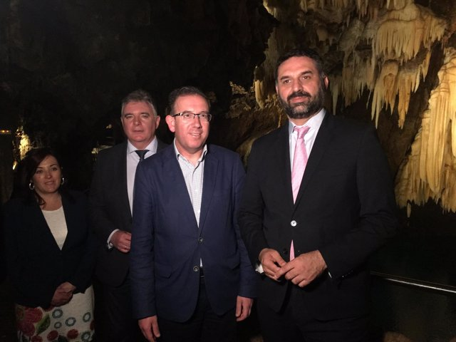 El consejero de Turismo, Francisco Javier Fernández, visita Aracena.
