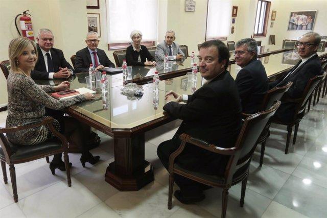 La fiscal superior de Andalucía, Ana Tárrago, con los fiscales provinciales