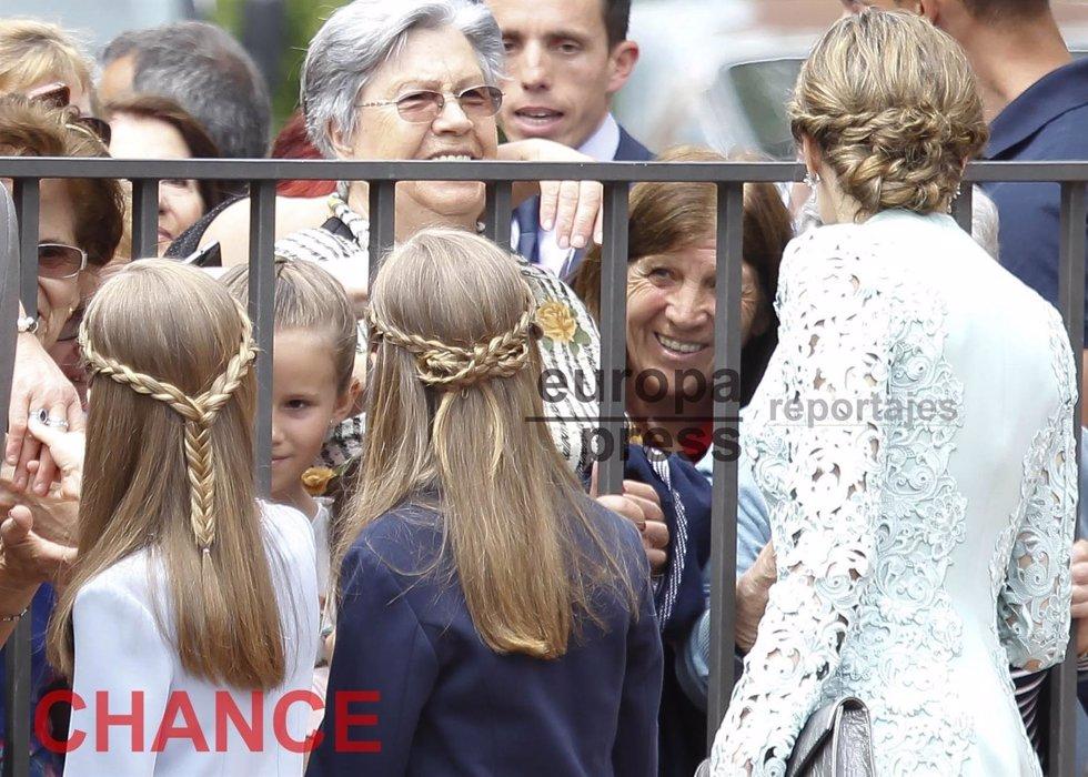 La Reina Letizia, Leonor Y Sofía, Tres Trenzas, Tres Looks Distinto