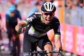 Omar Fraile gana con épica en el Giro tras una larga fuga