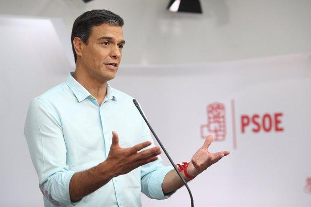 Pedro Sánchez tras el debate con los candidatos a liderar el PSOE