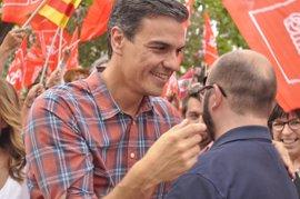 """Sánchez dice que el liderazgo del PSOE """"no lo va a elegir el poder económico"""", sino """"el poder de la militancia"""""""
