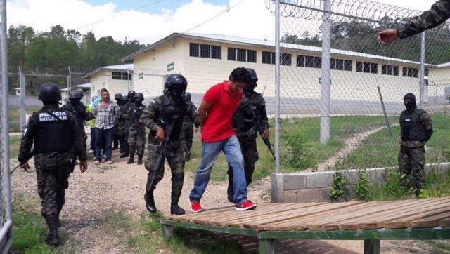 Traslado de presos en Honduras