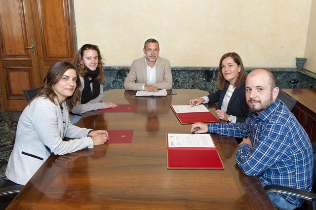 El vicepresidente Laparra con integrantes de la Red
