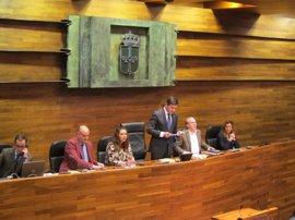 La Junta General traslada sus condolencias a la exconsejera de Bienestar tras el fallecimiento de su hija