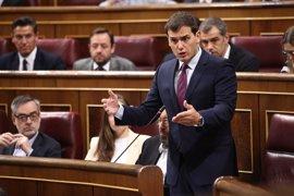 """Rivera acusa a Podemos y PSOE de intentar """"dinamitar"""" los PGE y defiende que PP y Cs impidan debatir 4.000 enmiendas"""