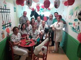 Los menores ingresados en la planta pediátrica del hospital de Jerez disfrutan de la Feria del Caballo