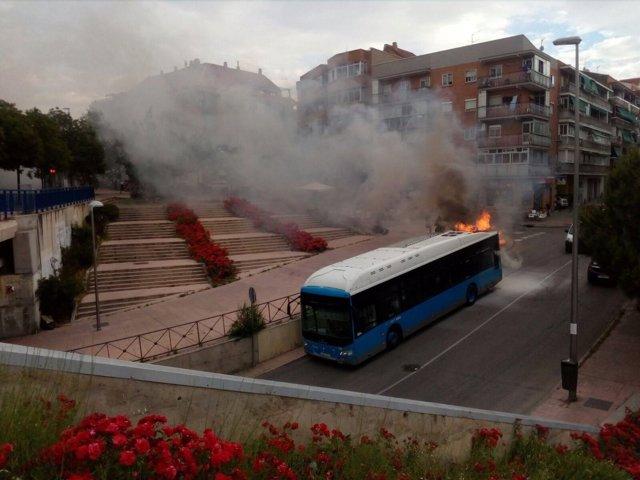 Imagen del autobús en el que ardió el motor