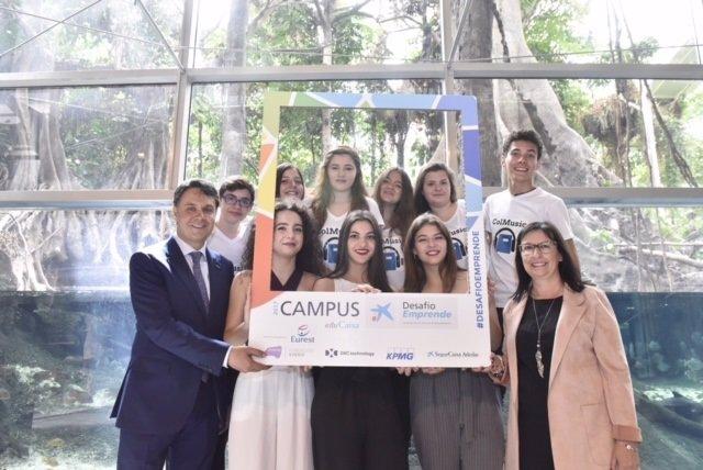 Foto equipos de jóvenes que participarán en el Reto Emprende de OS Caixa