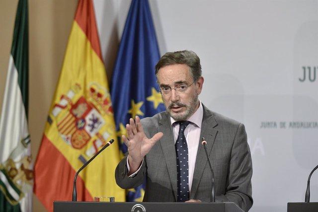 Consejero de Fomento y Vivienda, Felipe López, tras Consejo de Gobierno