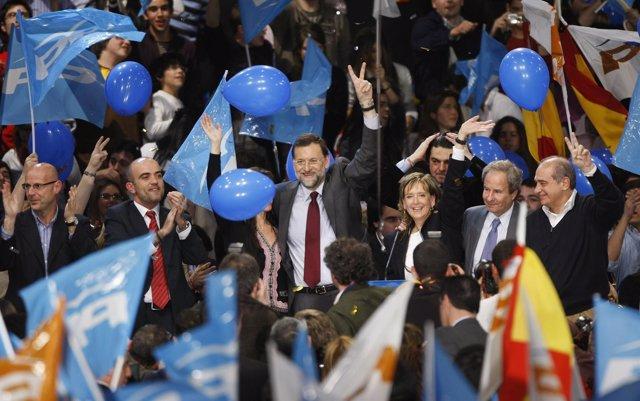 Rajoy durante la campaña de las elecciones de 2008