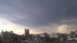 La lluvia y la tormenta avanzan desde el interior de Valencia hacia la costa