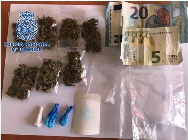 """Nota De Prensa """"La Policía Nacional Detiene A Un Hombre Por Tráfico De Drogas """""""