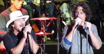 Muere Chris Cornell: Eddie Vedder se queda en solitario al frente de la 'maldita' generación grunge