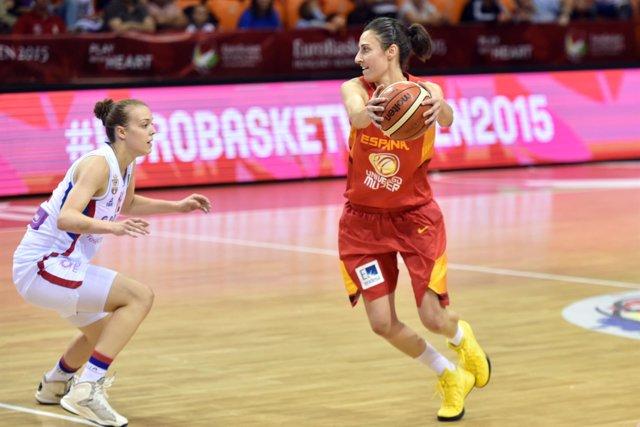 Alba Torrens con la selección española femenina de baloncesto
