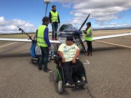 Treinta personas con discapacidad cumplen su sueño de volar