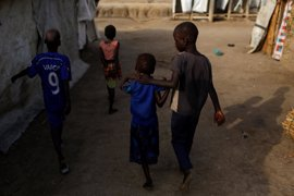 Más de 100 niños sursudaneses huyen solos al día hacia Uganda para escapar del conflicto