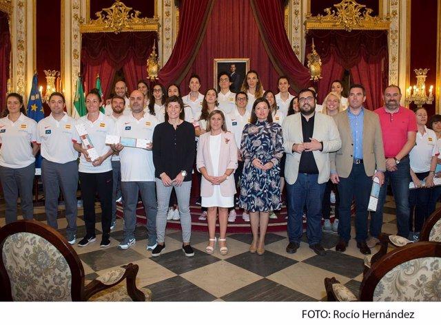 Diputación recibe a la Seleccicón Española de Baloncesto Femenina