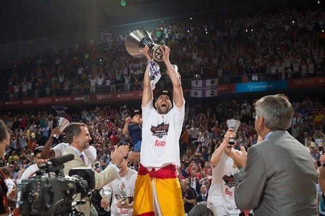 Felipe Reyes levanta la Euroliga 2015