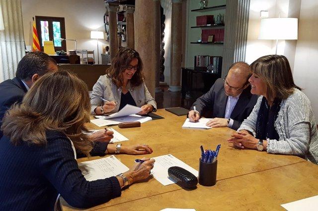 Conesa firma créditos con cinco ayuntamientos