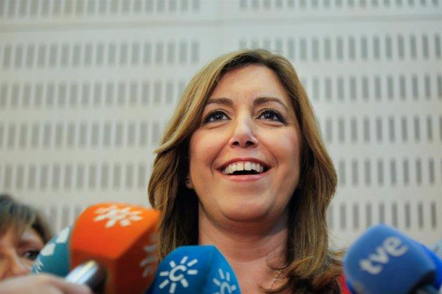 Susana Díaz, este martes, atendiendo a los periodistas